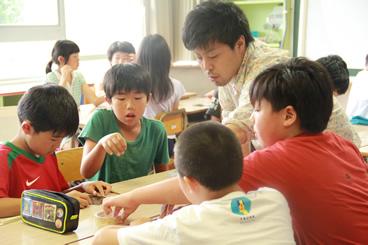 小学生への教科学習を実施