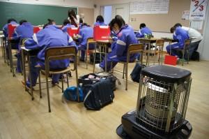 ぐっと冷え込む夕方から、教室で行われる授業